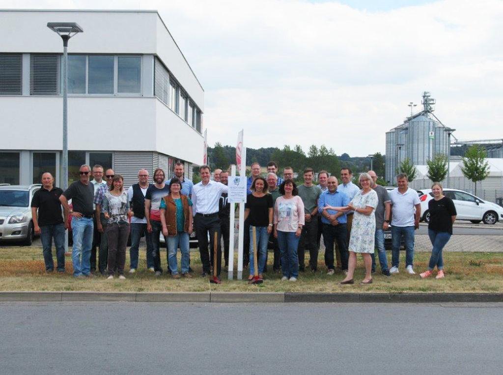 Mitarbeiter der RKR GmbH - Wir lassen euch hier blühen!