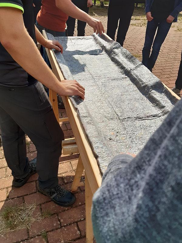 Schutzvlies auf die Dachlkonstruktion