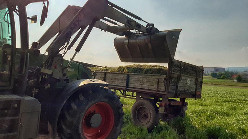 Ohne schweres Gerät aus der Landwirtschaft funktioniert es nicht!